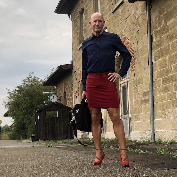 Mark Bryan defying stereotypes with every outfit